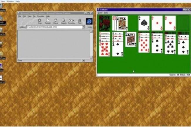 Les nostalgiques de Windows 95 peuvent exécuter d'anciens jeux populaires, comme Solitaire grâce à une app accessible sur Github. (Crédit : D.R.)