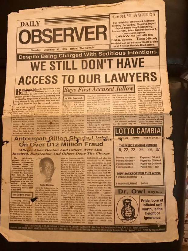 Photo du journal gambien The Observer, daté du 12 décembre 1995, titrant : We still don't have access to our lawyers - Nous n'avons toujours pas accès à nos avocats