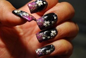 Как нарисовать цветочек на ногтях