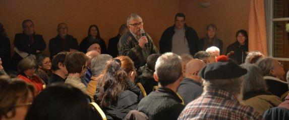 Premier débat à Moissac organisé par le comité de défense de l'hôpital et les Gilets jaunes.