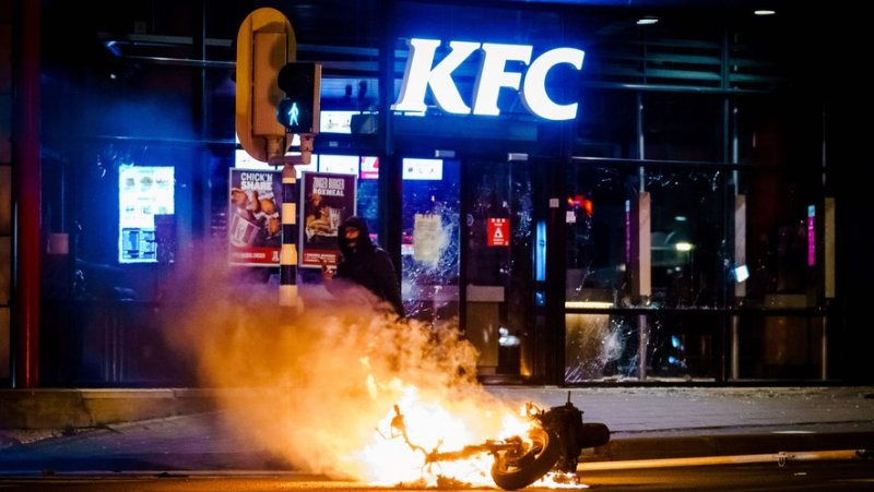 De violentes émeutes ont éclaté aux Pays-Bas après la mise en place d'un couvre-feu à partir de 21 heures.