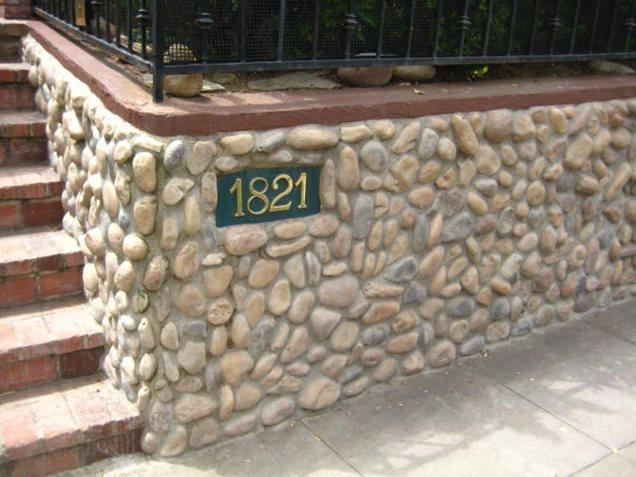 Com a entrada da parede de pedra lisa de Retenção e da parede paisagem Rede Calimesa, CA