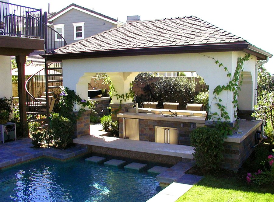 Swim-Up Bar: Pro Tips - Landscaping Network on Backyard Pool Bar Designs id=96402