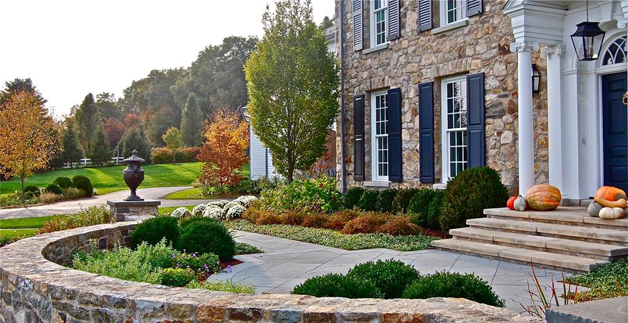Front of House Landscaping - Landscaping Network on Mansion Backyard Ideas id=15547