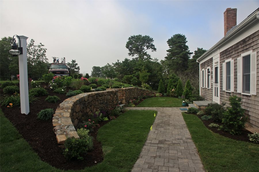 Front Yard Hill Landscaping Ideas - Landscaping Network on Wall Ideas For Yard id=25084