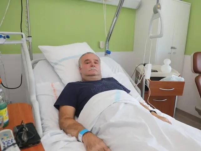 Depuis plus de 15 jours, Maurice Chadeyras est hospitalisé à Manosque sans nouvelles de son médecin marseillais.
