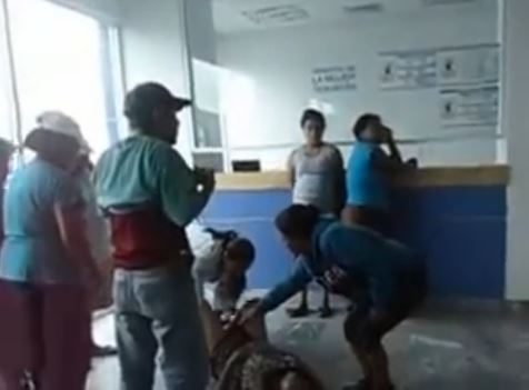 Birth On Lawn Watch Graphic Clip Of Mexico Woman Forced To Give Birth In Waiting Room After