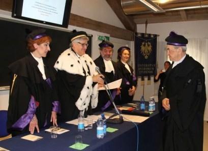 Da sinistra, Nicoletta Vasta, il rettore De Toni duratnte la proclamazione, Mauro Pascolini, Antonella Pocecco e Bruno Pizzul