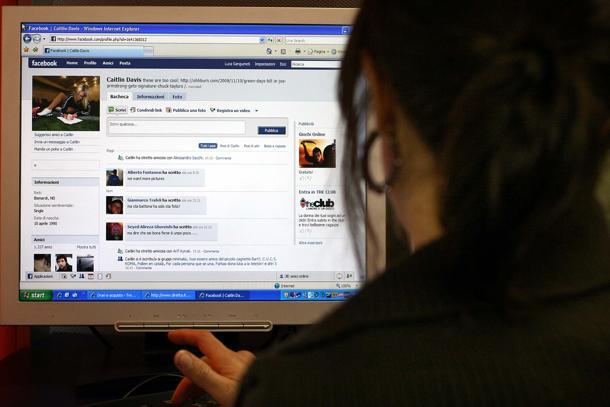 computer desktop facebook--U1801502933918GCH-155x182