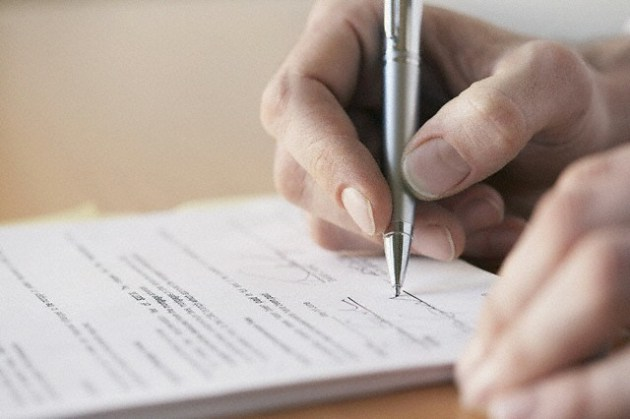 firmare-contratto-luce