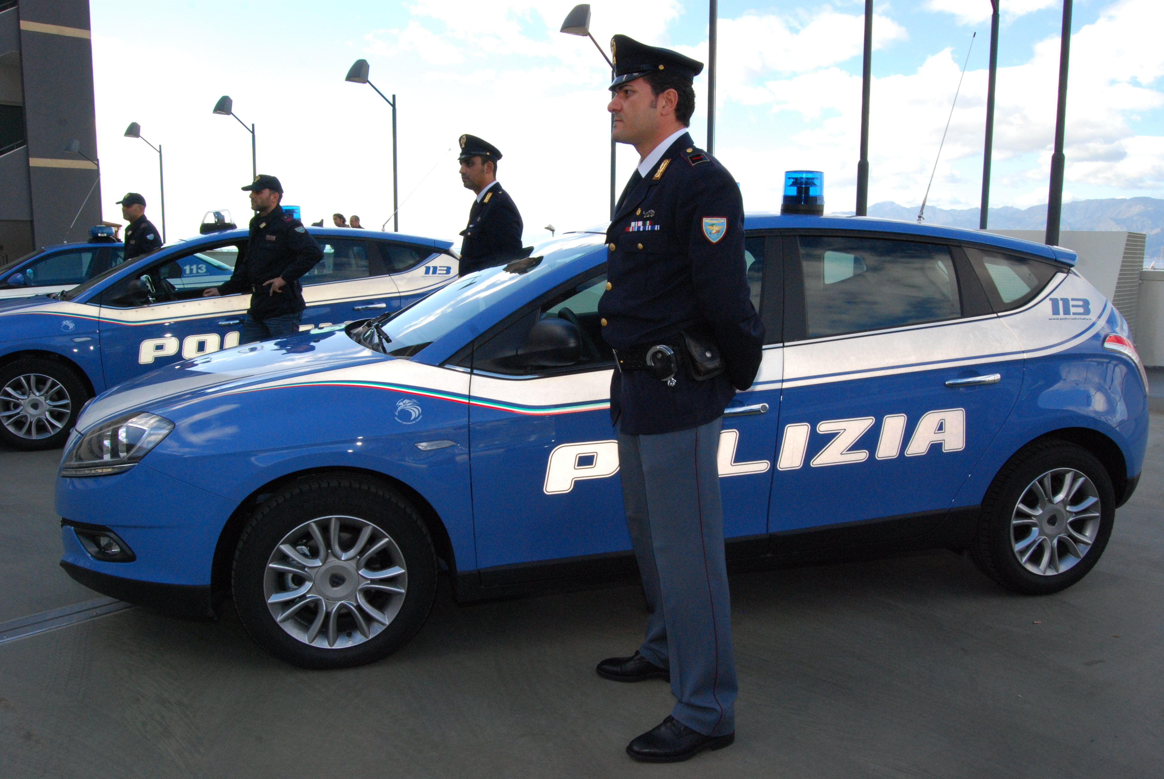 Polizia the stato for Prova dello specchio polizia youtube