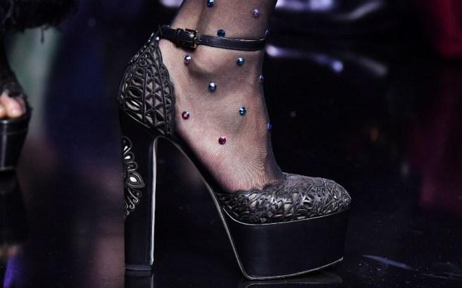 MODA - I collant di Elie Saab che hanno fatto impazzire la Paris Fashion Week
