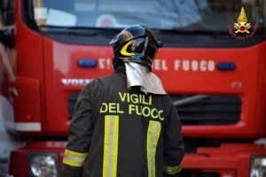 Vigili del fuoco a lavoro.