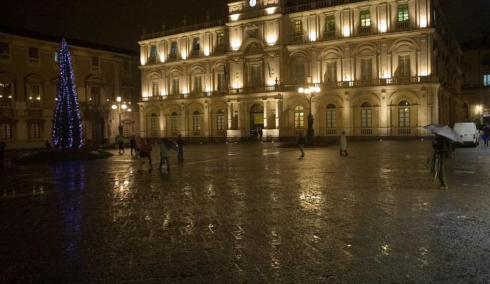 Catania, in piazza Università una pista di pattinaggio sul ghiaccio ...