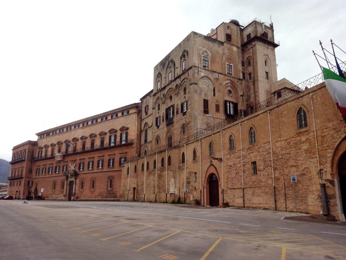 palazzo dei normanni parlamento chiuso