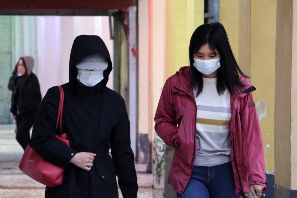 donne con mascherina