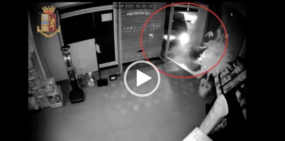 Catania Furto Con Spaccata In Farmacia Folle Inseguimento E Schianto Video Liveunict