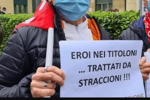 infermieri in protesta