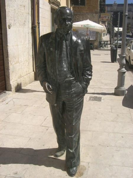Statua di Leonardo Sciascia