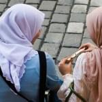 Donne con velo islamico