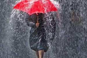 pioggia torrenziale e ombrello