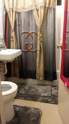 varmuuskopioida gucci bathroom