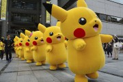 Défilé de mascottes Pikachu à Yokohama au Japon.... (PHOTO YOSHIKAZU TSUNO, ARCHIVES AFP) - image 8.0