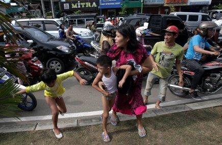 L'épicentre du séisme a été localisé à 434... (Photo AFP)