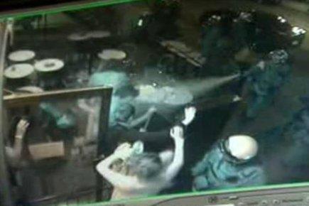 Sur cette image tirée des caméras de surveillance... (Photo: image tirée des caméras de surveillance du bar Le Saint-Bock)
