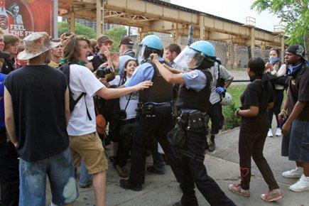 Les militants ont envahi les rues quasiment vides... (Photo: AFP)