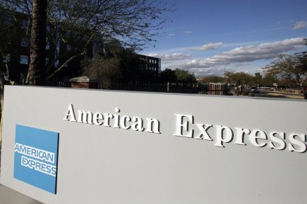 Le groupe de cartes de crédit American Express a annoncé jeudi la suppression... (PHOTO ARCHIVES AP)