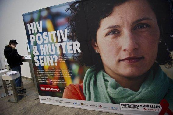 Le rapport souligne encore que l'épidémie reste «obstinément stable» en  Amérique du Nord et en Europe: 2,2 millions de personnes vivent avec le  sida, dont plus de la moitié aux États-Unis.