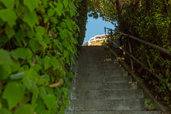 One can discover the various stairs in an intuitive way; but for a more efficient hike, the Secret Stairs LA site contains suggestions of routes to take, with many details on some buildings and houses crossed over the walk. (PHOTO OLIVIER JEAN, THE PRESS) &quot;title =&quot; &quot;/&gt; </div data-recalc-dims=