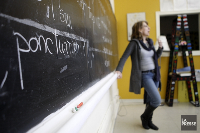 Sur la photo, une jeune femme enseigne à... (Photo: Martin Chamberland, archives La Presse)