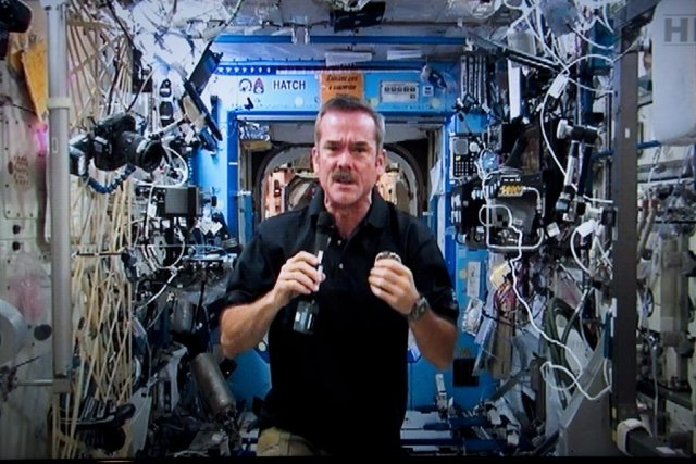 Chris Hadfield... (Photo Paul Chiasson, La Presse Canadienne)