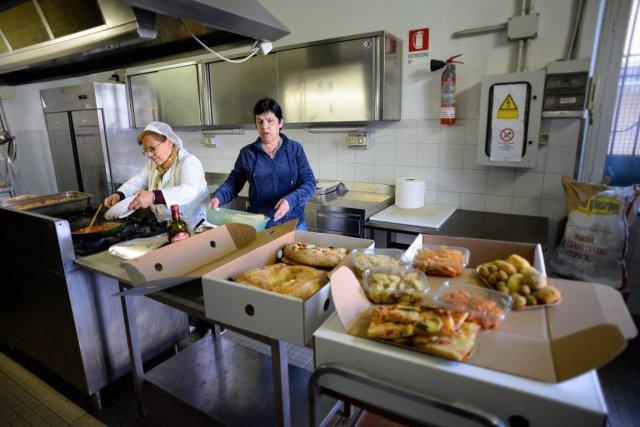 En 2013, les Italiens ont dû réduire leurs... (PHOTO ANDREAS SOLARO, AFP)