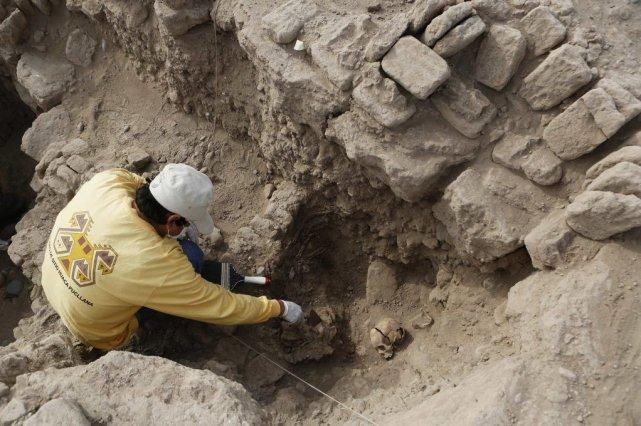 Les momies se trouvaient au sommet d'une pyramide... (Photo Reuters)