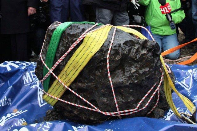 Un météore repêché par des scientifiques russes, le... (Photo Archives AP)