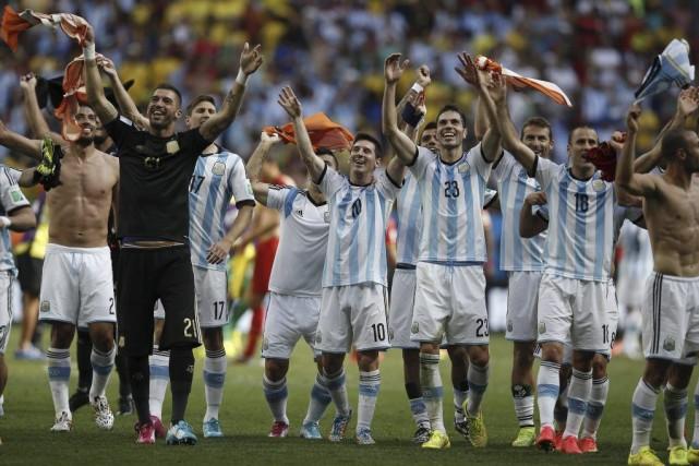 Les Argentins affronteront mercredi le vainqueur du match... (PHOTO ADRIAN DENNIS, AFP)