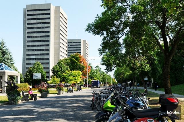 Les dettes des étudiants envers l'Université Laval liées... (Photothèque Le Soleil)