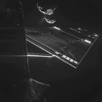 La comèteTchourioumov-Guérassimenko prise en photo par le robot... (PHOTO AGENCE FRANCE-PRESSE)