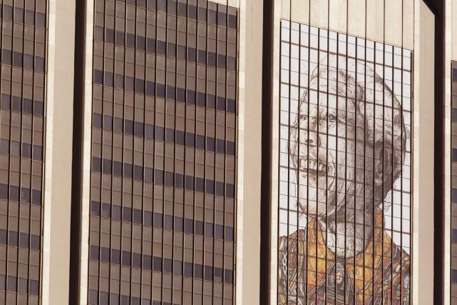 Une murale à l'effigie de Madiba recouvre le... (PHOTO SCHALK VAN ZUYDAM, AP)