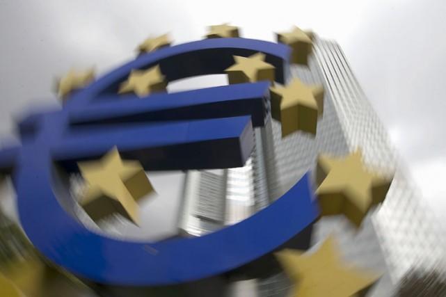 L'euro a chuté ponctuellement à Tokyo à son plus bas niveau depuis 11 ans lundi... (Photo: Reuters)
