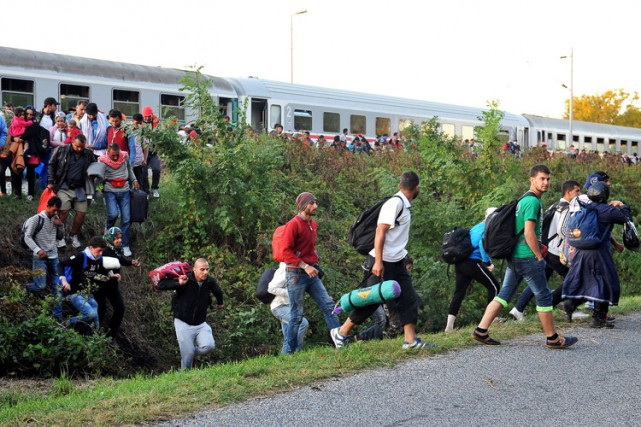 Le millier de migrants n'a eu besoin que... (PHOTO AFP)