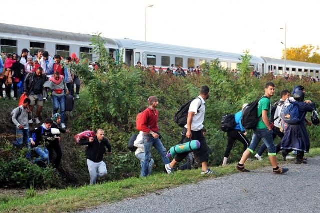Le millier de migrants n'a eu besoin que... (PHOTO AFP)