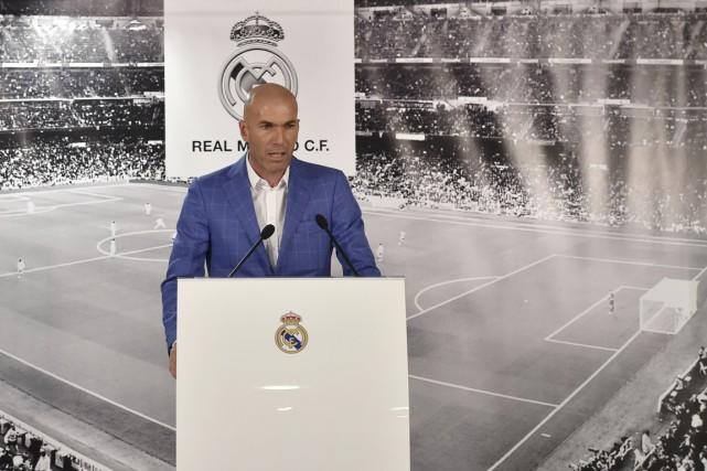 Zinédine Zidane était l'entraîneur de l'équipe B merengue... (PHOTO GERARD JULIEN, AFP)