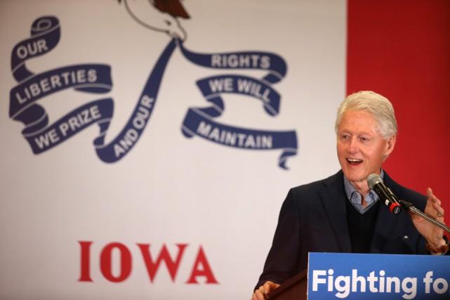 L'ancien président Bill Clinton (photo: jeudi, dans l'Iowa),... (Photo Andrew Harnik, AP)