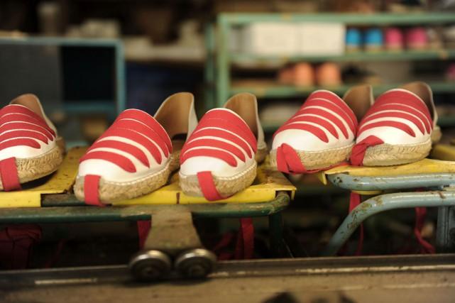 Cette première collection, dont la fabrication a déjà... (PHOTO AFP/IROZ GAIZKA)
