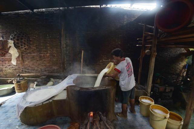 Le processus? Une fois que le lait est... (PHOTO ADEK BERRY, ARCHIVES AFP)