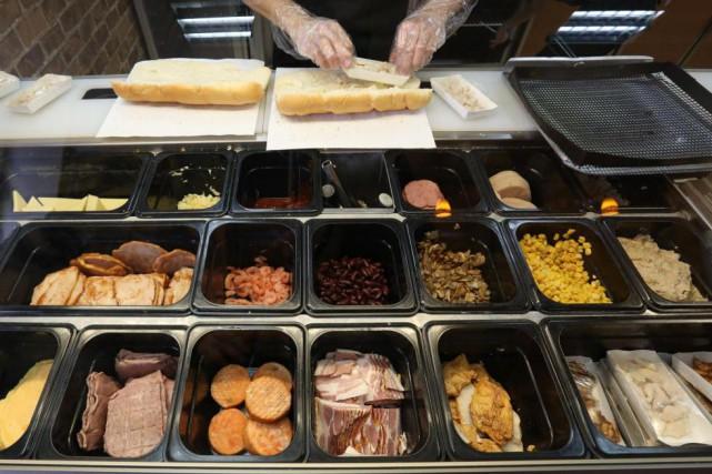 La galette de viande du sandwich de poulet... (Photo Andrey Rudakov, archives Bloomberg)